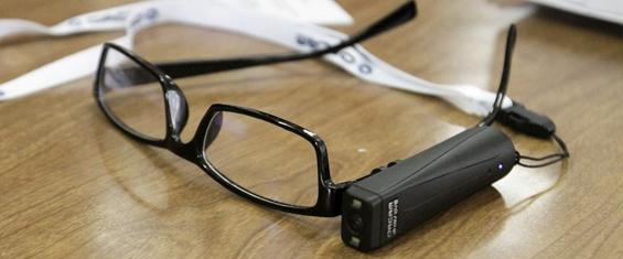 Bibliotecas de SP tem óculos que transformam texto emáudio