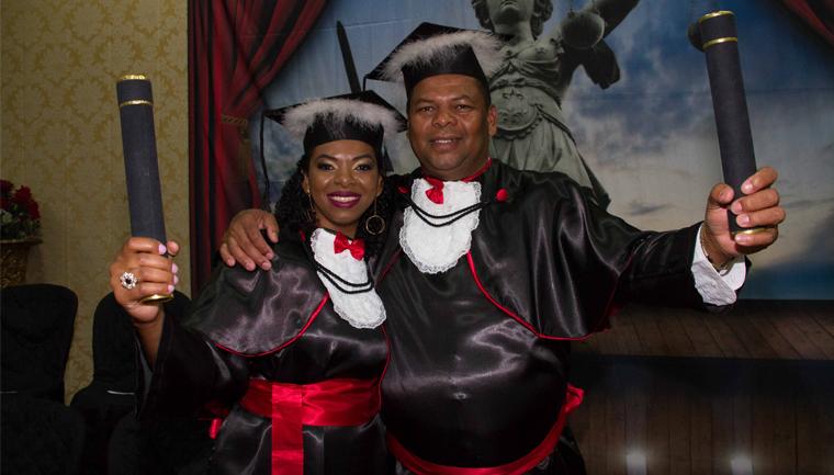 pai filha colam grau juntos comemoram aprovação oab