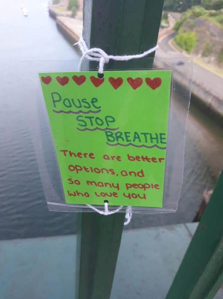 Adolescente evita mortes deixando mensagens de esperança em ponte 2