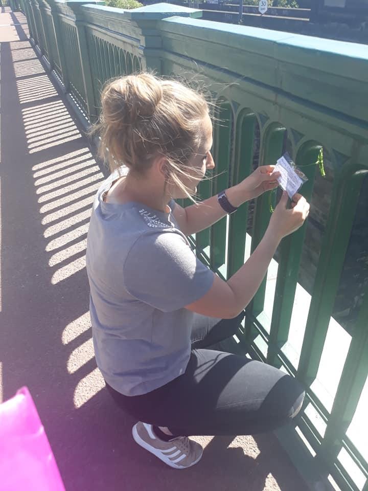 Adolescente evita mortes deixando mensagens de esperança em ponte 5