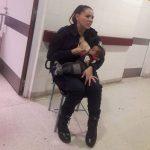 policial amamenta bebê