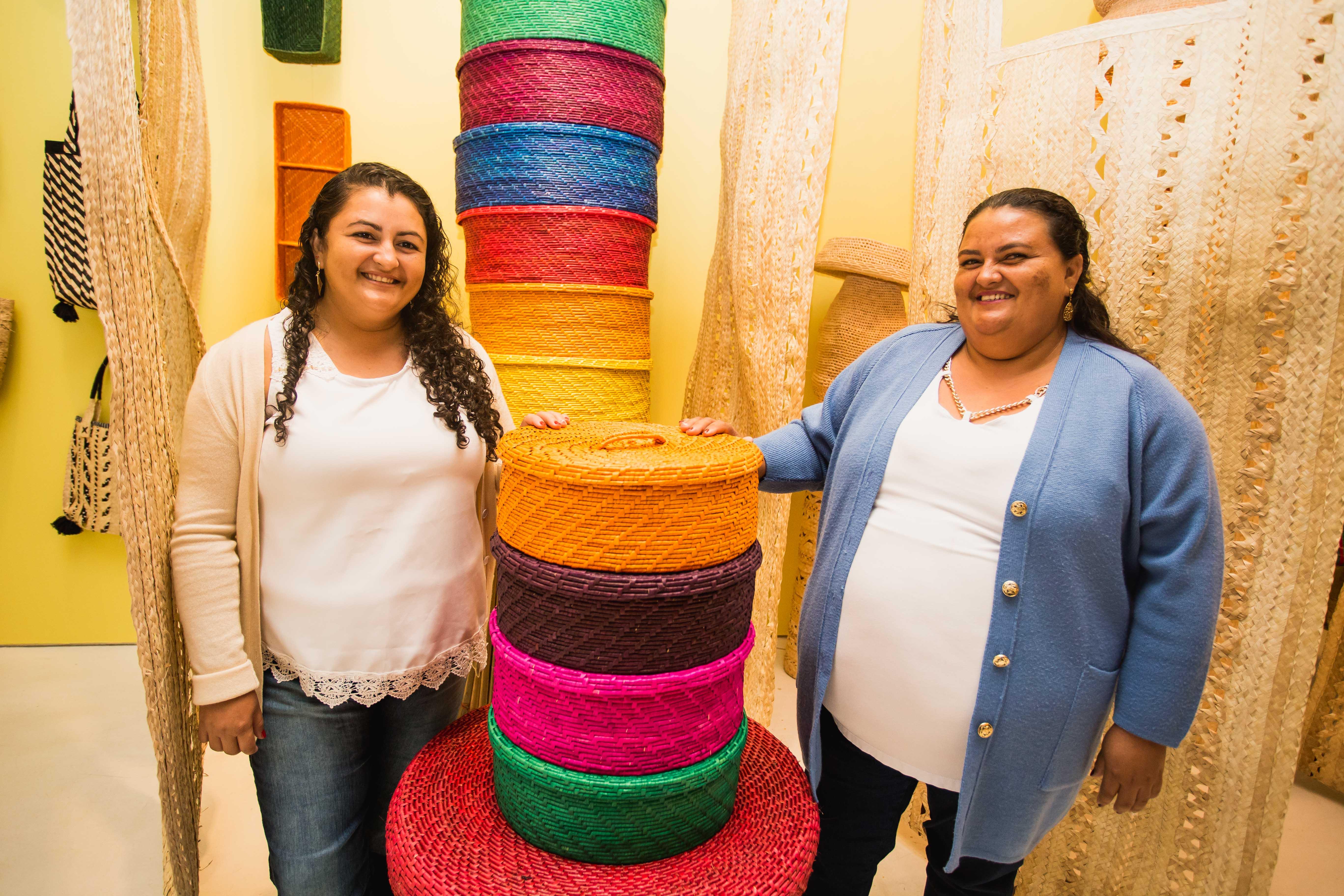 artesãs expõem rico trabalho carnaúba