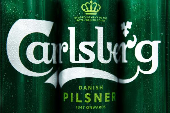 Carlsberg usa cola eliminar anéis plástico embalagens