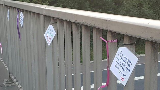 mulher impediu suicídio 14 pessoas bilhetes ajuda