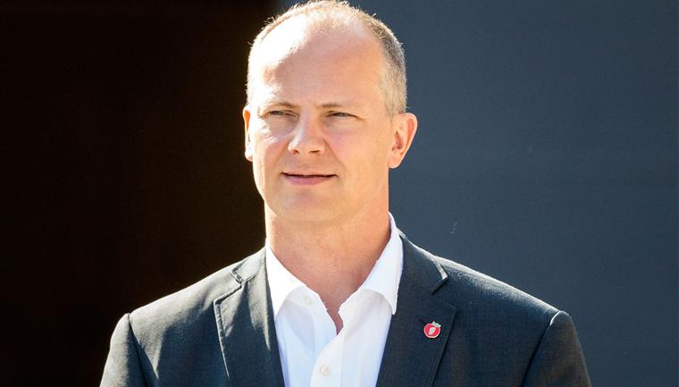 ministro norueguês abandona cargo esposa