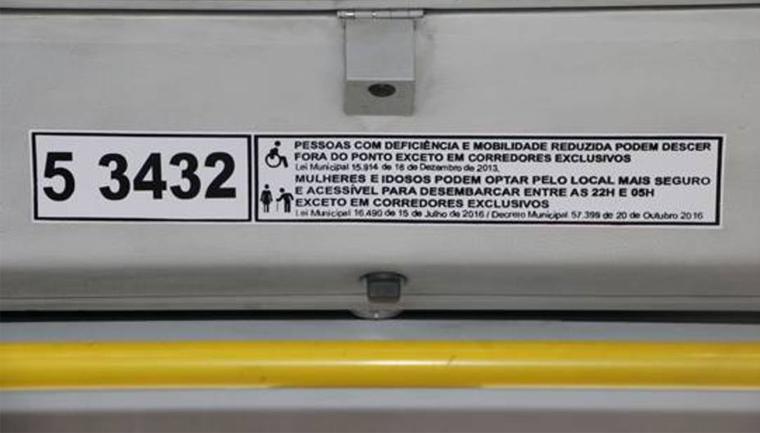 ônibus SP terão adesivos mulheres fora ponto
