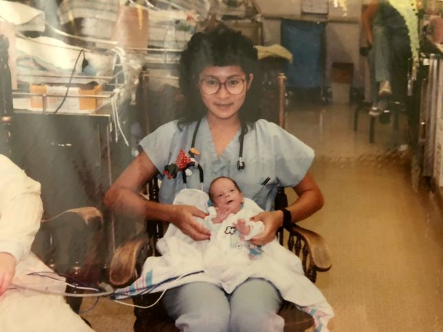 enfermeira descobre colega bebê cuidou
