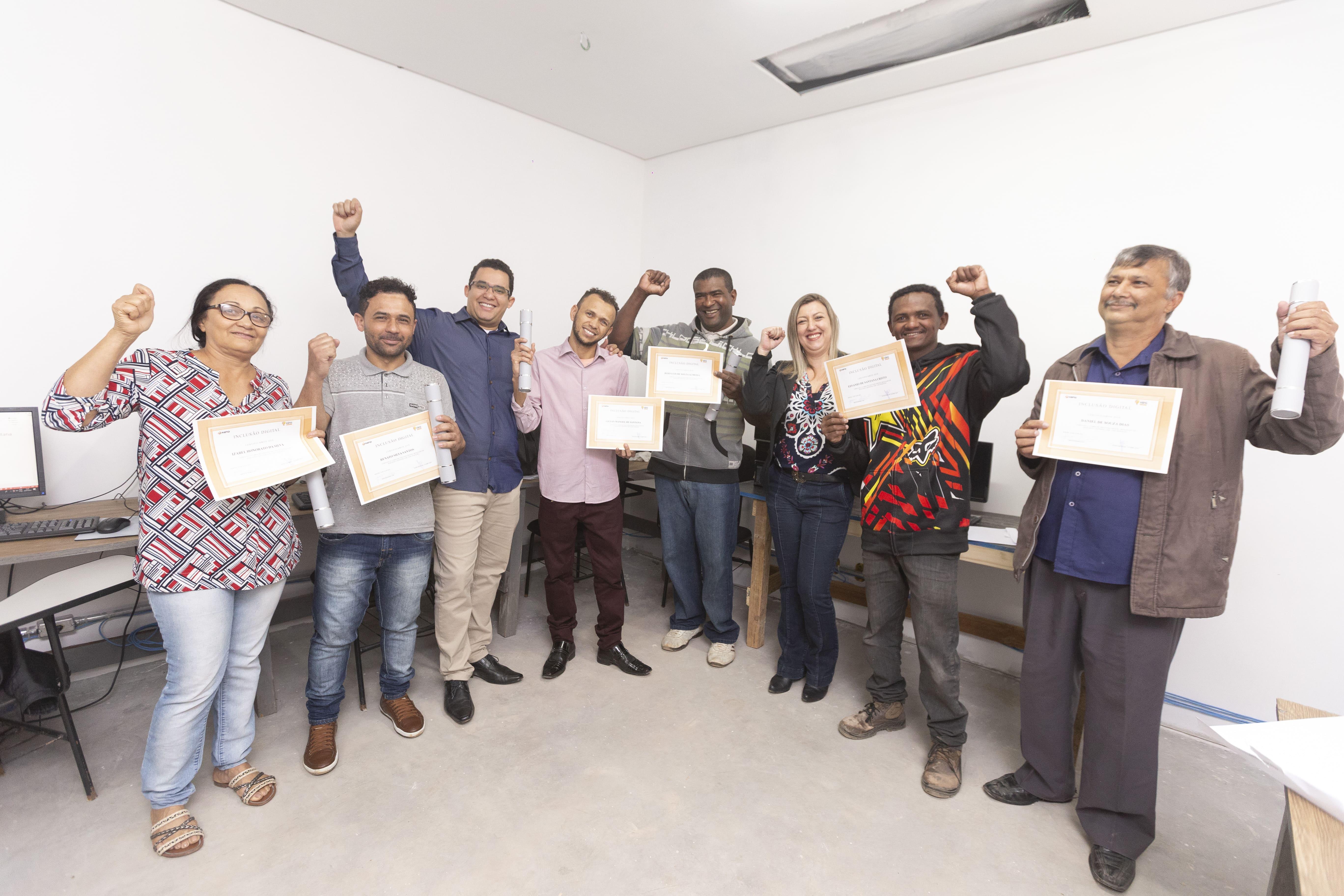 empresa alfabetiza mais de 20 funcionários