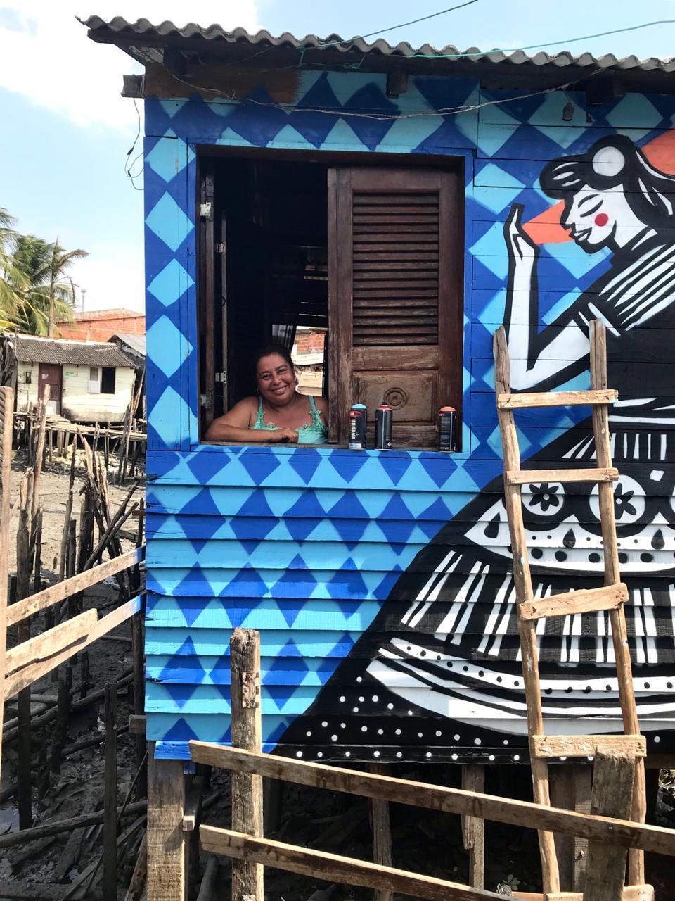 artistas grafitam casas madeira favela são luís maranhão