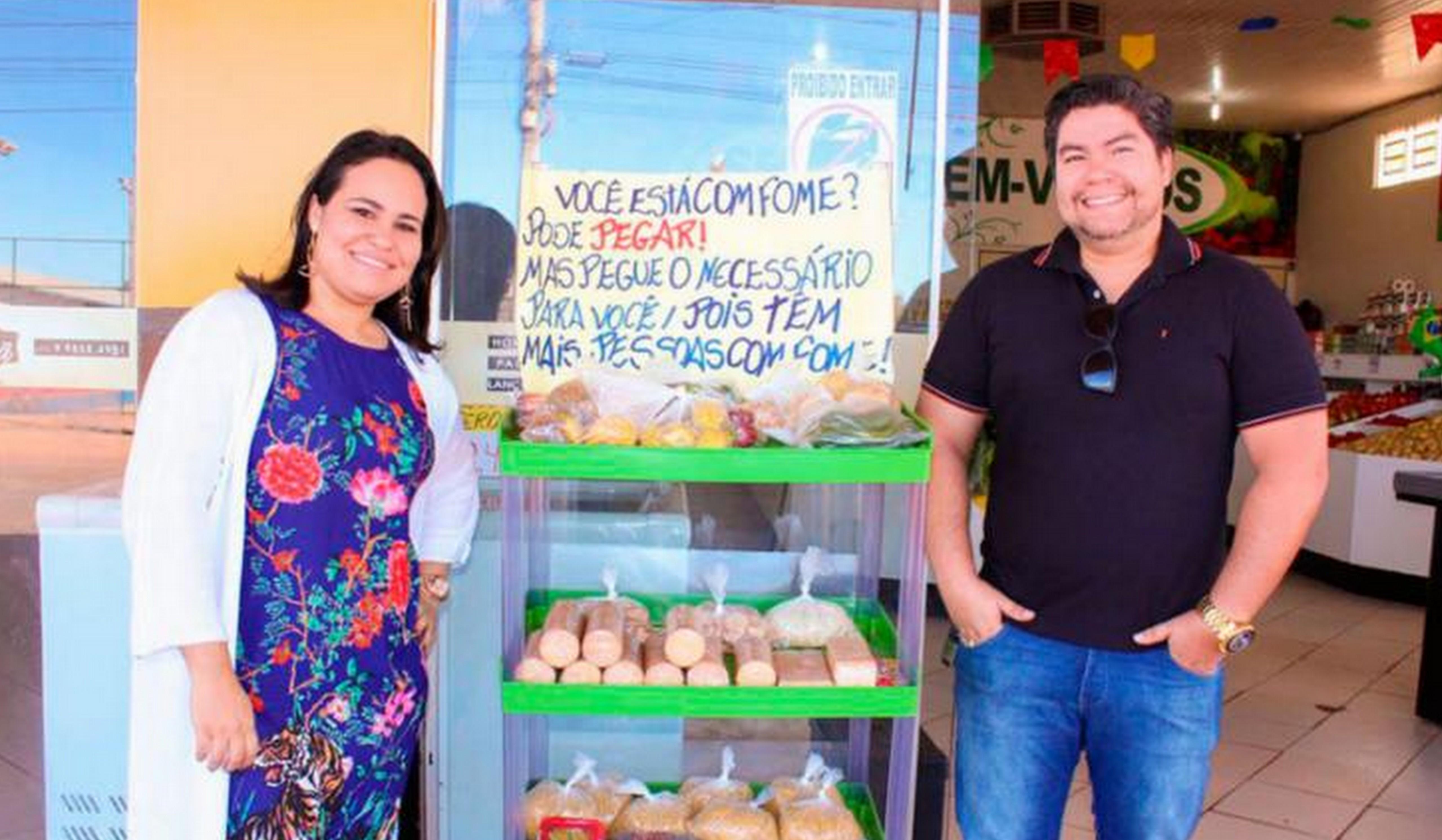 Dono de mercados, casal doa alimentos a pessoas carentes 3