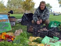 canadense doa toneladas de legumes orgânicos