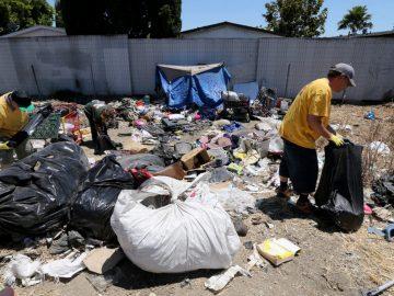 Cidade americana paga R$ 45 para moradores de rua recolherem lixo 1