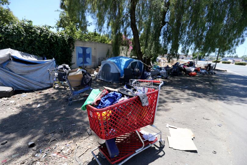 Cidade americana paga 45 moradores rua recolherem lixo