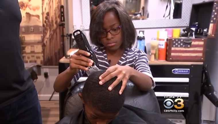 menina dá cortes cabelo gratuitos crianças pobres