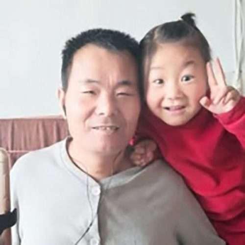 menina cuida pai paraplégico emociona internet