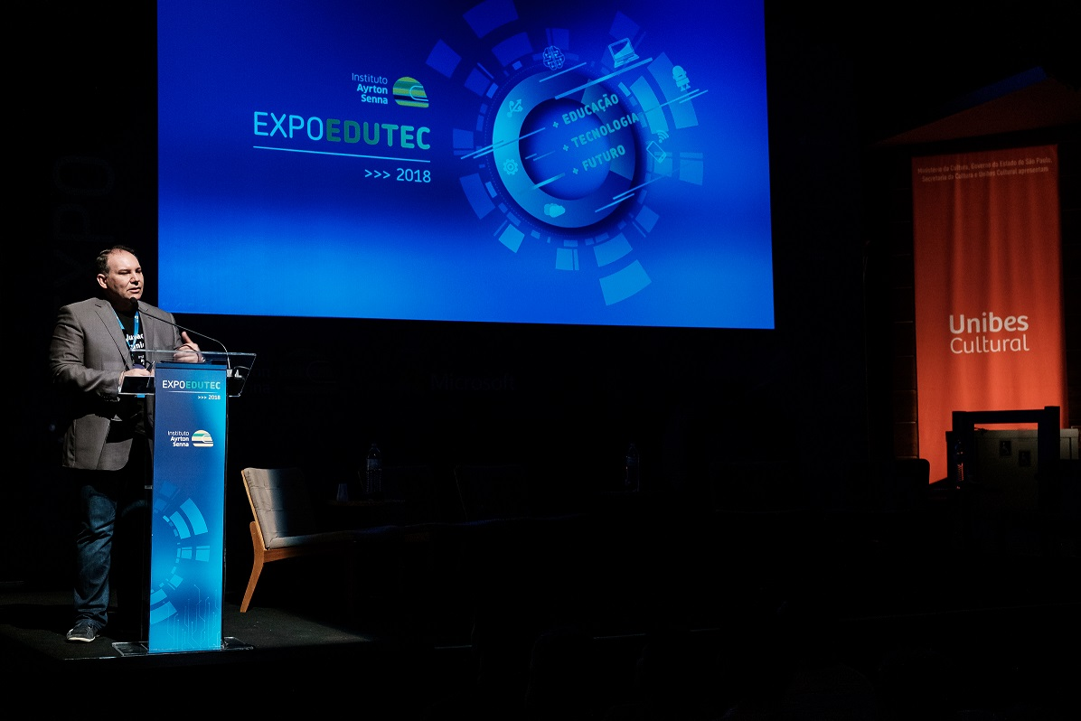 Evento discute tecnologia educação revela projetos 2030