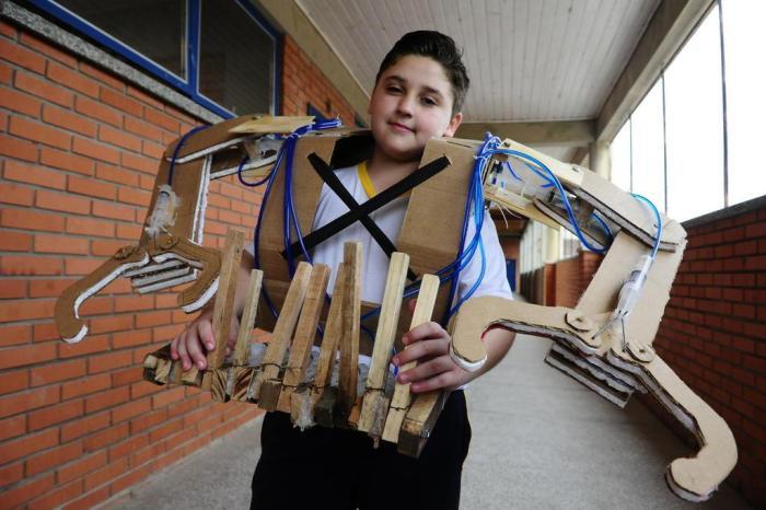 A história do rapaz de Glorinha que criou uma armadura hidráulica
