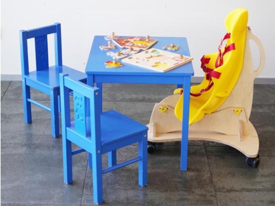 Designers criam bicicleta e acessório de escrita para crianças com deficiência