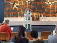 Igreja na Holanda realiza culto há 800 horas para impedir deportação de família