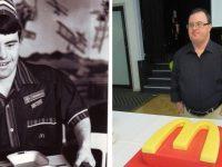 Funcionário do McDonald's comemora 30 anos de trabalho na empresa