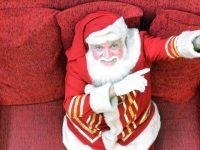 Papai Noel aprende língua de sinais para atender crianças surdas