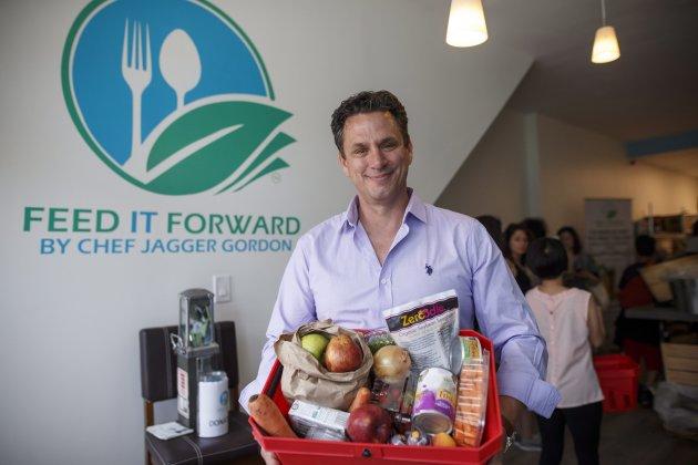 """Primeira mercearia """"pague-o-que-puder"""" é aberta no Canadá com alimentos reciclados"""
