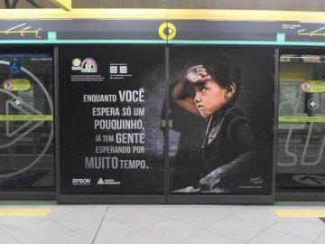 Campanha no metrô de SP chama atenção para causa da educação 2