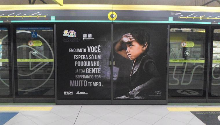 Campanha no metrô de SP chama atenção para causa da educação 1