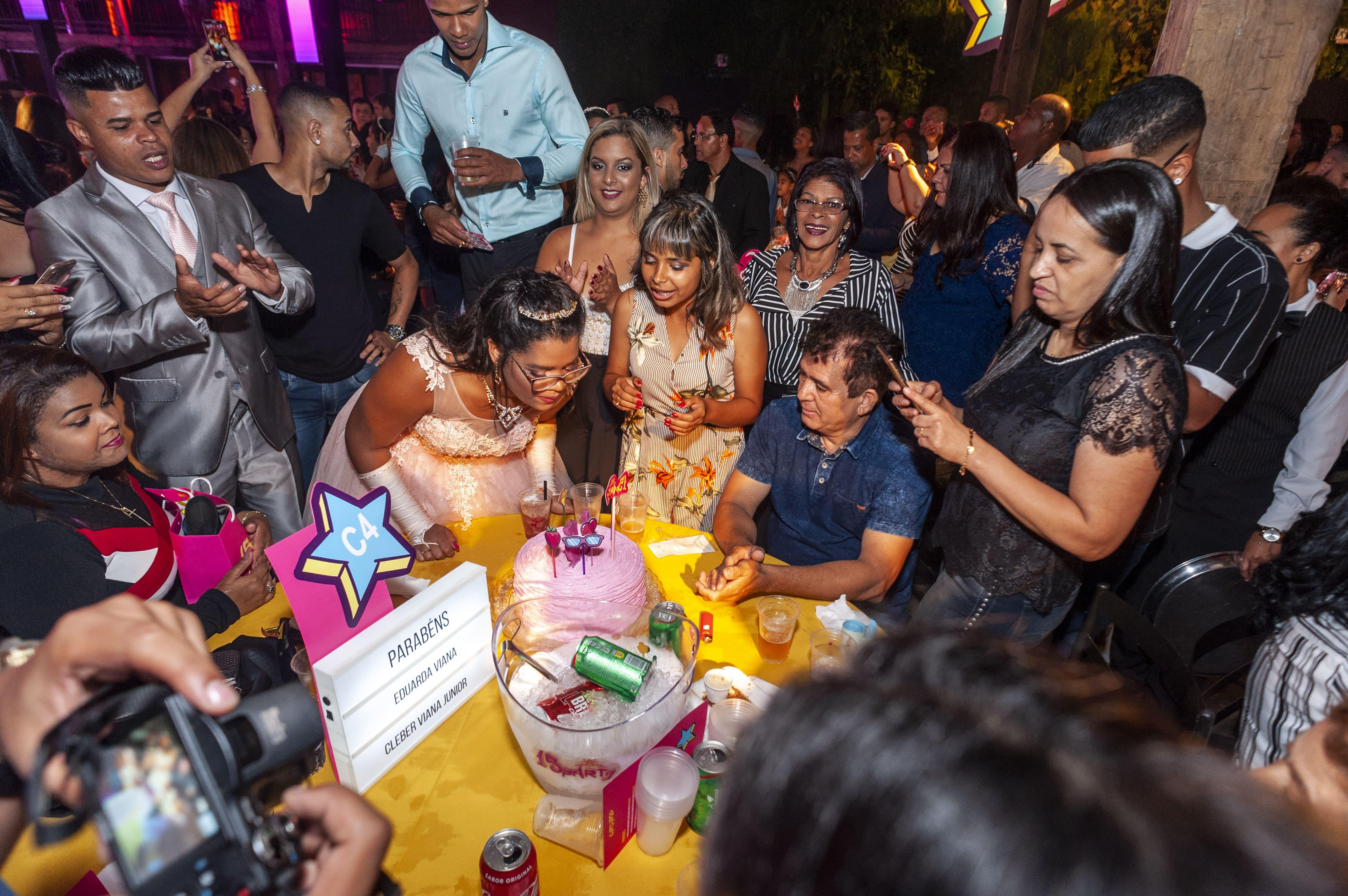 empresa festa 15 alunos filhas funcionários