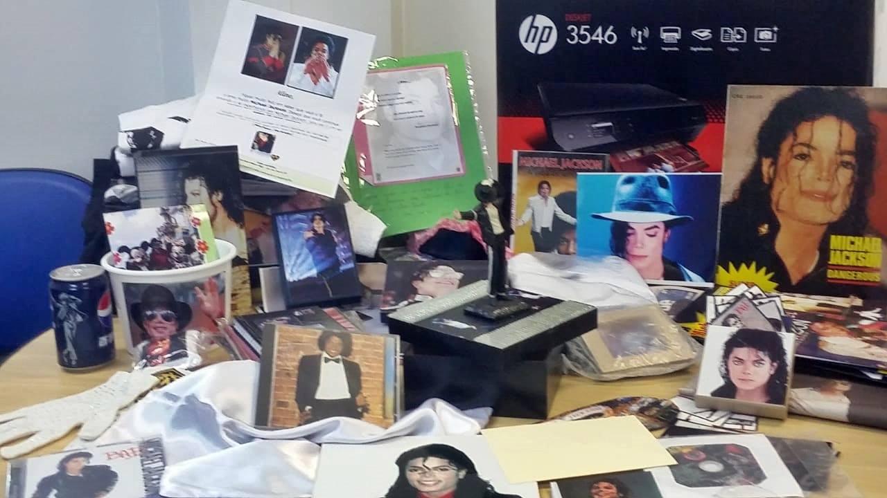 fãs michael jackson presenteiam paciente idolatria rei pop