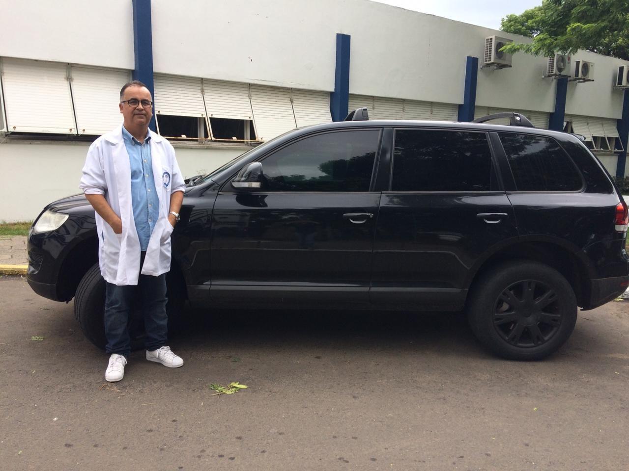 Médico doa carro para rifa e ajuda funcionários com salários atrasados 1
