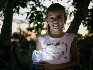 Moradores da Bahia sem acesso à eletricidade ganham lampiões movidos a energia solar 1