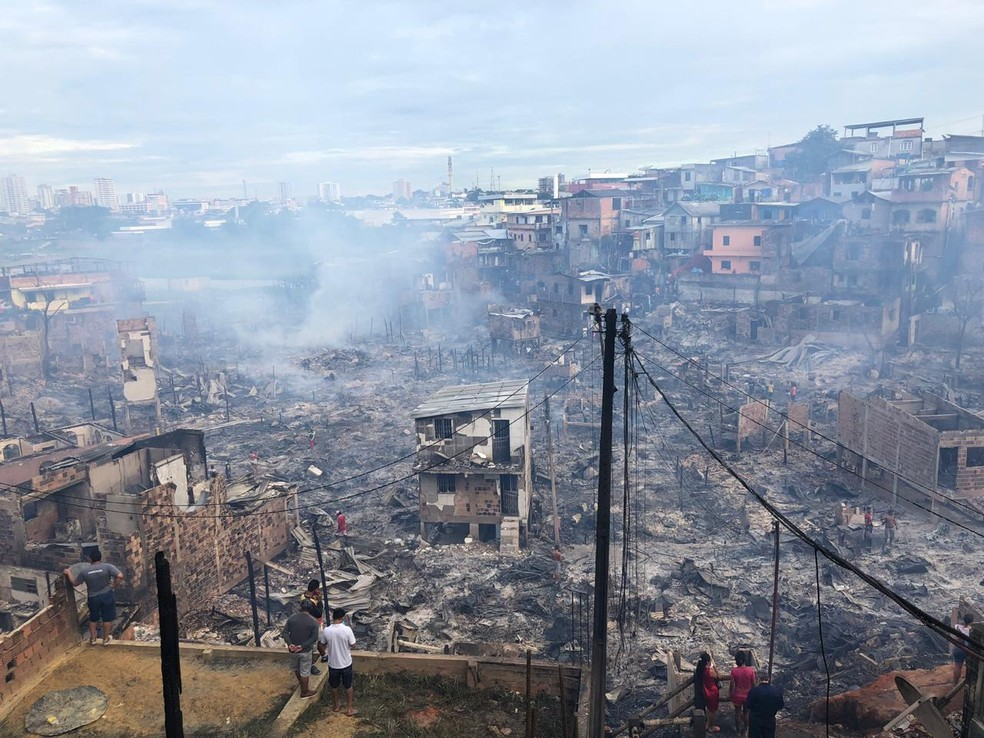 Loja de departamento doa todo o estoque para famílias vítimas de incêndio em Manaus