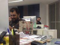 funcionários dinheiro presentes amigo secreto colega assaltado