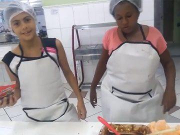Meninas criam canal de culinária no YouTube para aprender a ler e escrever 5