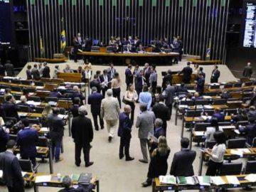 Em votação relâmpago, fim do foro privilegiado é aprovado em comissão
