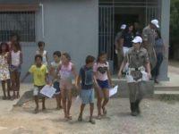Policiais tiram crianças do lixão de Cajazeiras para aulas de reforço e cidadania