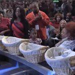 """Pastor convida pessoas necessitadas a pegarem dinheiro do dízimo: """"Isto é igreja"""""""