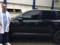 Médico doa carro para rifa e ajuda funcionários com salários atrasados