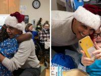 Vestido de Papai Noel, Obama distribui presentes em hospital infantil