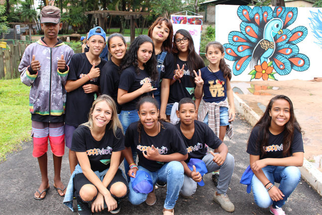 projeto ensina grafite crianças sala aula