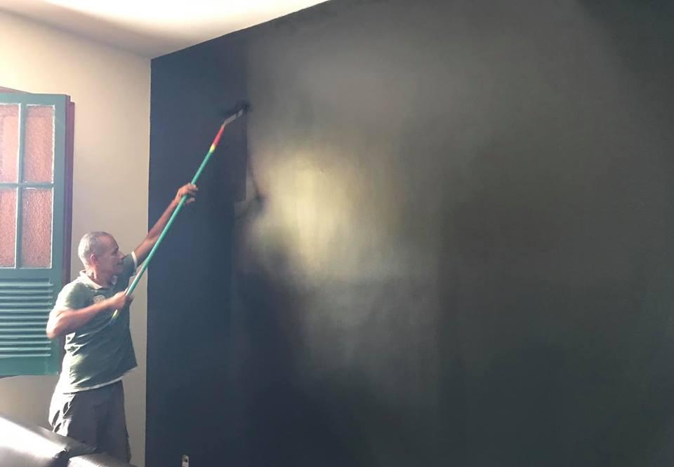 pintor vive rua BH ganha emprego desconhecido