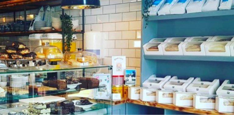 Cafeteria irlandesa oferece café da manhã gratuito para qualquer criança que passar por ali no caminho da escola