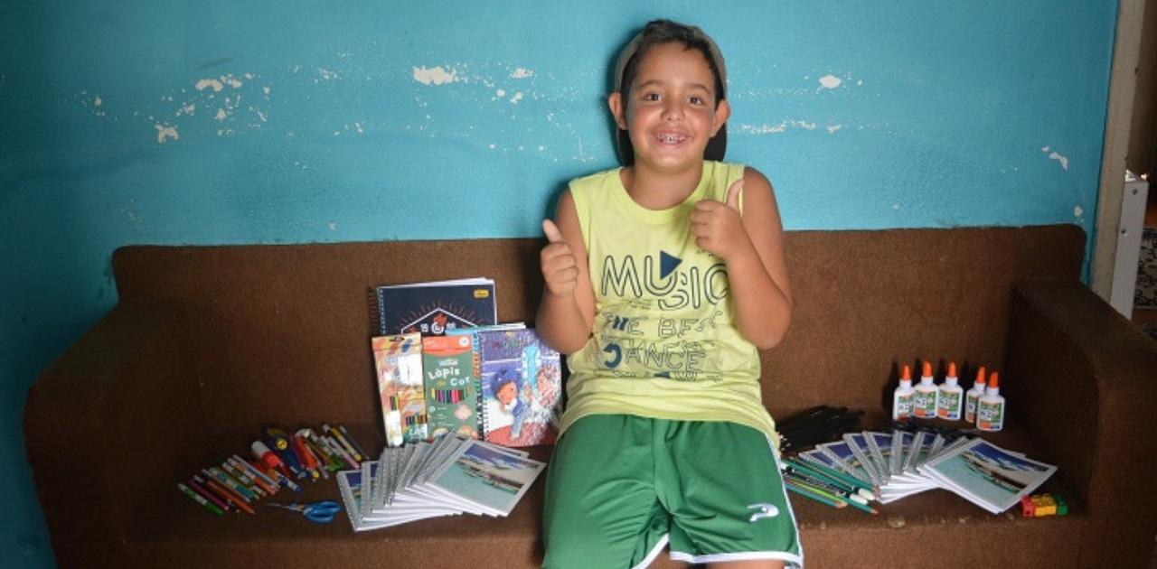 Durante as férias, garoto arrecada materiais escolares para crianças carentes 1