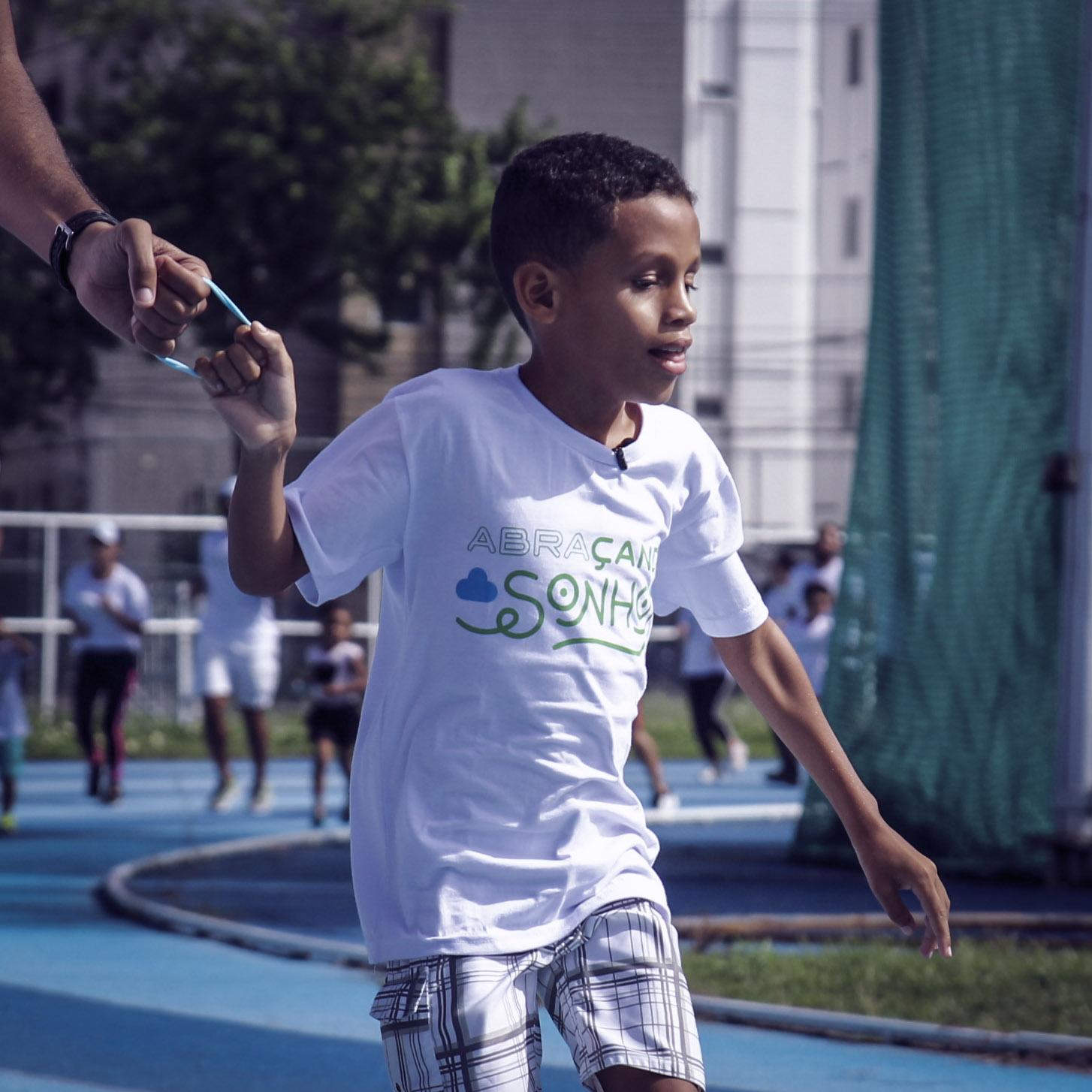 140 voluntários promovem corrida menino perdeu visão