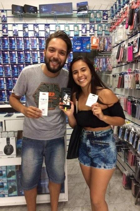 Vendedor compra celular roubado para devolver aparelho à dona