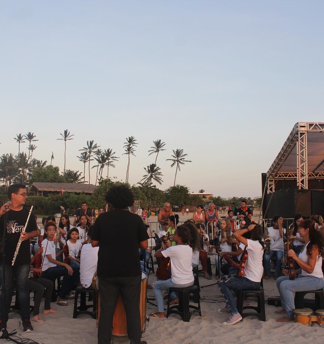 orquestra jeri tocando praia