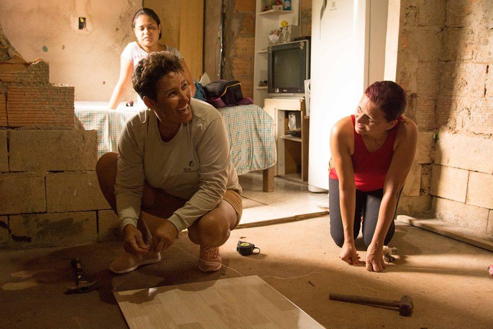 """Projeto """"Arquitetura na Periferia"""" ensina mulheres a construir suas casas"""