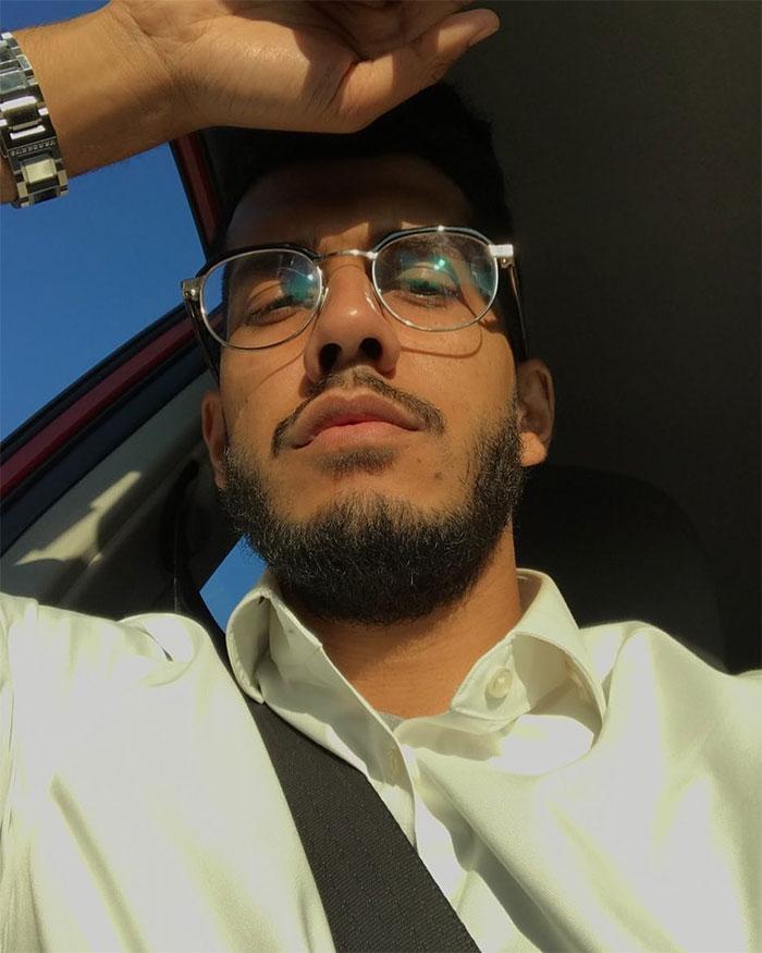 Homem muçulmano posta no Twitter como seu colega de trabalho judeu o trata todos os dias