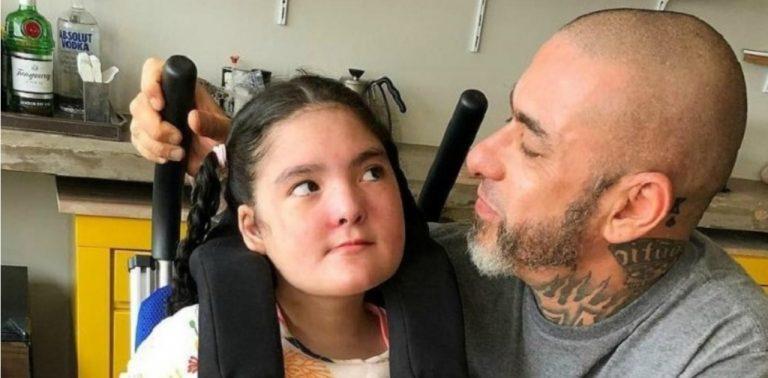 Fogaça se emociona ao ver Olivia, filha com doença rara, dando seus primeiros passos